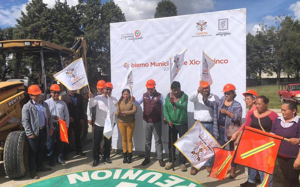 Construyen cancha en Xicohtzinco - El Sol de Tlaxcala